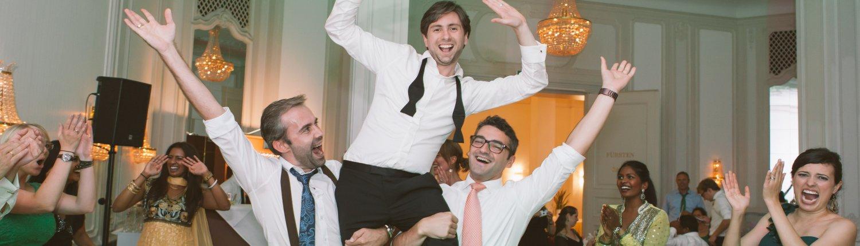 3 Gäste auf einer Hochzeit